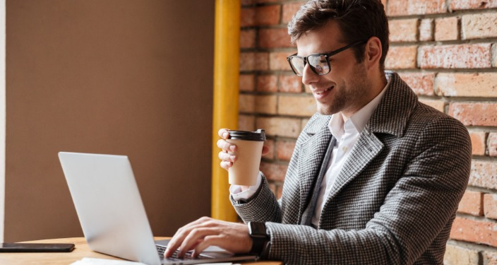 seo optimizacija stručnjak za laptopom