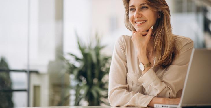 žene u biznisu laptop virtuelni asistent
